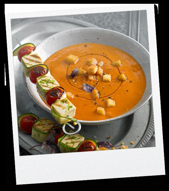Gazpacho mit Gemüse-Tofu-Spiess
