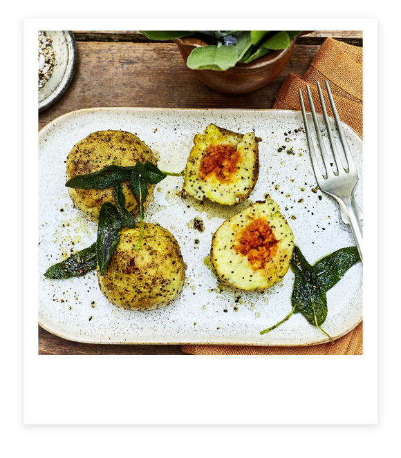 Mohn-Kartoffelklöße mit Paprika-Chili-Füllung