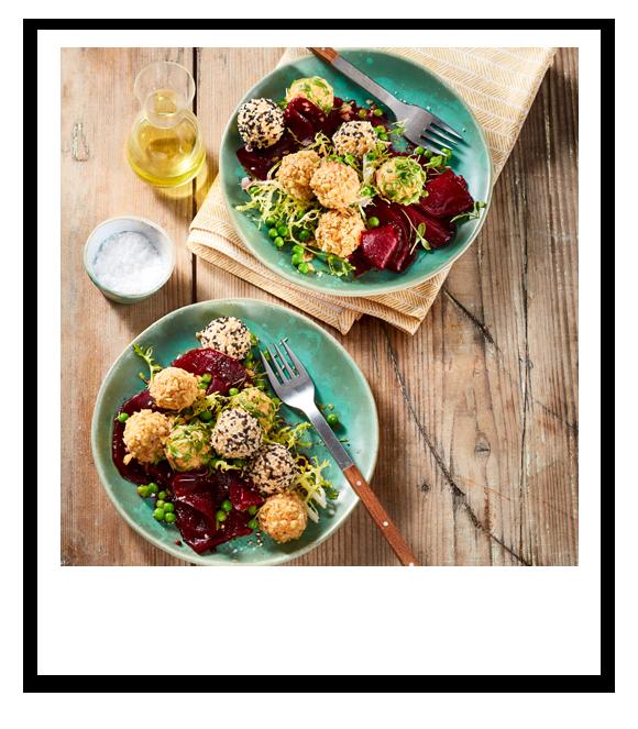 Snack-Bällchen mit Rote Bete-Erbsen Salat