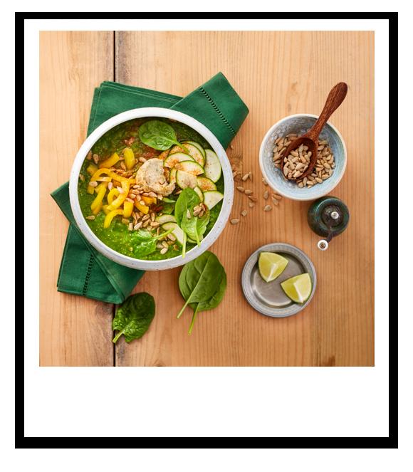 Zucchini-Smoothie Bowl mit Spinat und Paprika